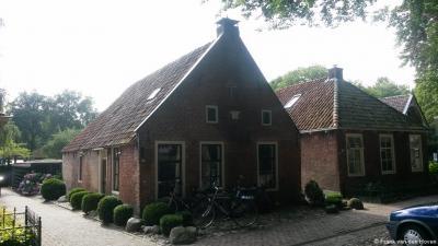 Oldeberkoop, monumentaal pand uit 1778 aan de Willinge Prinsstraat (= de straat rond de kerk)