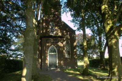 Het huidige kerkje van Oldeholtwolde dateert uit 1875 en ligt verscholen tussen de bomen