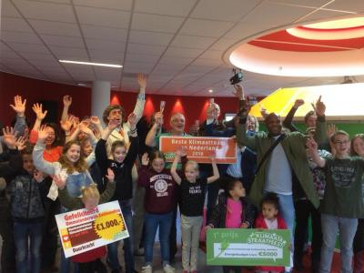 Mooi voorbeeld van waar kleine kernen groot in kunnen zijn: in 2018 hebben de kleine dorpen Ommelanderwijk en Zuidwending de 10e editie van de landelijke competitie Klimaatstraatfeest gewonnen! Voor nadere informatie zie het hoofdstuk Links > Duurzaamheid