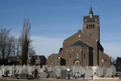 Oost-Maarland, Sint Jozefkerk met begraafplaats
