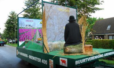 Praalwagen van Buurtvereniging Arenberg uit buurtschap Oostbeemster bij de grote optocht t.g.v. het 400-jarig bestaan van de Beemster in 2012. (© Hans de Boer)