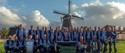 Een aantal mannen uit Oostendorp wilde zich niet instrumentaal maar vocaal uitleven, daarom hebben ze in 2006 ook nog Shantykoor De Meulezangers opgericht. En ook dat doen ze kennelijk goed, want ze verzorgen jaarlijks ca. 25 optredens door het hele land.