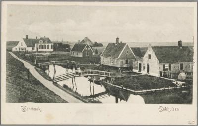 Buurtschap Oosterdijk, ca. 1910, gezien vanaf de dijk naar het oosten. Op de achtergrond waterschapshuis De Tent en in verte vuurtoren De Ven. De woningen aan de overzijde van de dijksloot zijn bereikbaar via houten bruggetjes over het water.