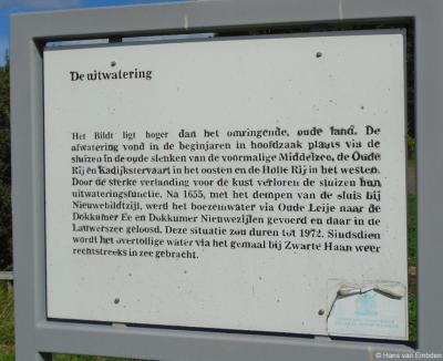 Buurtschap Oosthoek, informatiepaneel over de uitwatering van de streek Het Bildt door de eeuwen heen.
