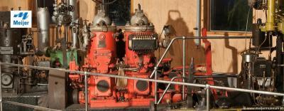 Liefhebbers van oude (aandrijf)motoren wanen zich in het paradijs in het Meijer Motoren Museum in de buurtschap Oosthoek, N van Sint Jacobiparochie. In het museum vind je vele oude en zeldzame motoren, allemaal gerestaureerd en nog/weer in werkende staat.