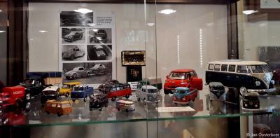 Vrachtauto's van Toen & Nu is een klein, maar zeer bijzonder museum in Orvelte. De liefde voor vrachtwagens vind je terug in de bijzondere collectie op schaal nagebouwde vrachtwagenmodellen, miniaturen en diorama's, door Wim Al met zorg bijeengebracht.