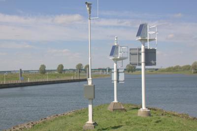 Op het uiterste puntje van de Ossenwaard bij Vianen. In de verte zien we de Hagesteinsebrug in de A27.