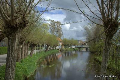 Ook de buurtschap Vuilendam ligt zeer landelijk, aan het riviertje de Graafstroom