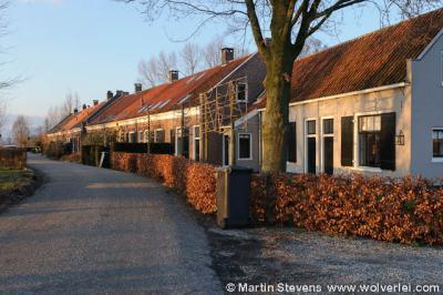 Binnen de Loenense buurtschap Oud-Over bevindt zich de minibuurtschap De Glashut, een groepje voormalige arbeiderswoningen, genoemd naar de glasfabriek die hier vroeger heeft gestaan.