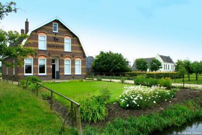 Oud-Wulven, boerderij Nieuw Wulven (Oud Wulfseweg 19) is een gemeentelijk monument.