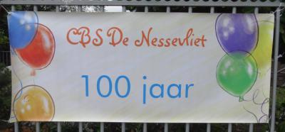Buurtschap Oud Verlaat heeft nog altijd een eigen basisschool. In 2013 heeft Basisschool De Nessevliet het 100-jarig bestaan gevierd. Hopelijk houden ze het ook de komende 100 jaar nog vol!