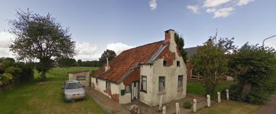 In de eeuwenoude buurtschap Oude Verlaat zijn helaas in de loop der tijd vrijwel alle oude huizen en boerderijtjes vervangen door nieuwbouw. Het enige overgebleven oude pandje staat op nr. 24 en dateert vermoedelijk van vóór 1700.