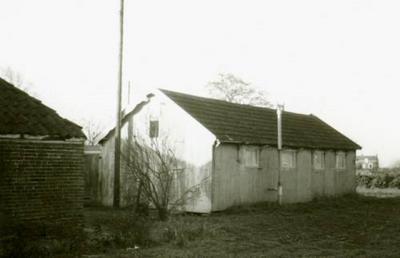 De buurtschap Oude Verlaat heeft een eigen houten Gereformeerd kerkje gehad in de tuin achter het pand op het huidige nr. 15, van 1925 tot ca. 1967. In 1984 is het gebouwtje verkocht en elders als schuur weer opgebouwd.