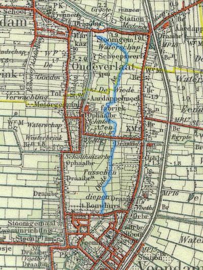 Oude Verlaat op een kaart uit 1928, waarop de buurtschap nog wél staat aangegeven. Het riviertje de Munte is hier in blauw ingetekend. In het N staat het stoomgemaal nog aangegeven en in het Z de schutsluis (= het verlaat) met ophaalbrug.