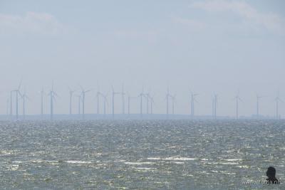 Sinds 2016 is dit het uitzicht vanaf het Oudemirdumerklif bij Oudemirdum naar het zuidoosten: het in dat jaar gereedgekomen Windpark Noordoostpolder, met 86 windturbines.