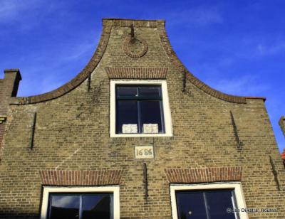 Ouderkerk aan den IJssel, klokgevel van een pand uit 1686.