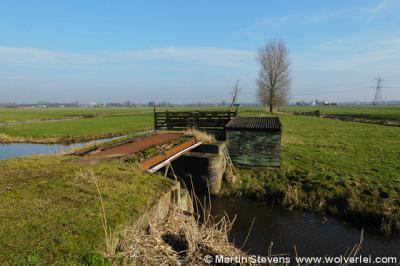 Oukoop, oude spoorbrug bij voormalige stopplaats aan verdwenen spoorlijn