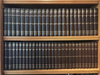 De meeste mensen hebben geen idee hoeveel informatie er in Plaatsengids.nl zit, omdat je het niet zoals een boek kunt beetpakken en doorbladeren. Daarom visualiseren we het even; de site is vergelijkbaar met een 50-delige Winkler Prins = 25.000 pagina's.