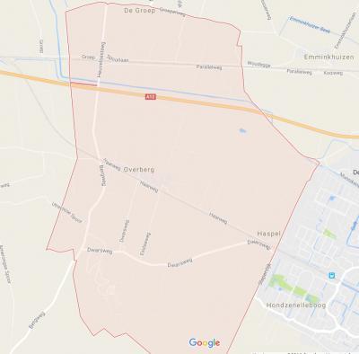 Het roze gearceerde deel is het formele (= postcode)gebied van het dorp Overberg. Overbergs Belang rekent ook nog diverse omliggende gebiedjes tot het dorpsgebied. Zie daarvoor onder het kopje Status. (© Google)