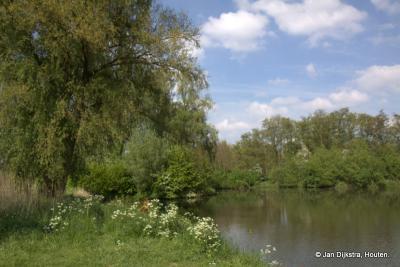 Het is mooi daar bij het Inundatiekanaal bij het 2e Veld. In oorlogstijd aangelegd, nu een oase van rust.