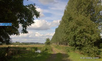 Aan het eind van buurtschap Overheicop kun je te voet of fietsend de Zijdekade op naar Hei- en Boeicop