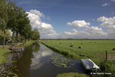Mooi uitzicht vanaf buurtschap Overheicop op de weilanden en het riviertje de Huibert