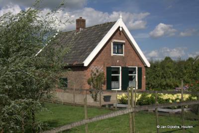 In buurtschap Overheicop vind je zowel bescheiden huisjes...