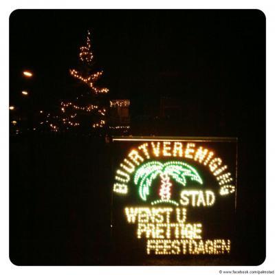 Tijdens de kerstdagen en oud en nieuw is Palmstad ook in het donker niet te missen...