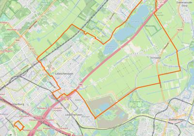 Valt de huidige enclave Park Leeuwenberg (= de oranje rechthoek linksonderin op deze kaart) nu onder het dorpsgebied van Leidschendam of van Stompwijk? Het is allebei waar. Het is maar net met welke bril je ernaar kijkt. Voor nadere toelichting zie Status