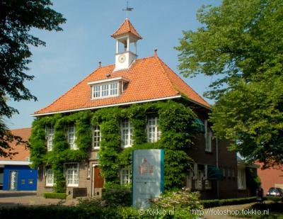 Peize, het voormalige gemeentehuis is verkocht en heeft tegenwoordig een kantoorfunctie