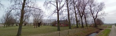 Dit is de andere afgebroken boerderij in de Perkstraat in buurtschap Perkpolder. Deze lag in het Z van de straat. (© van beide afbeeldingen: Google)