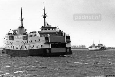 De piepkleine buurtschap Perkpolder is landelijk bekend van het veer Kruiningen-Perkpolder, dat in 2003 is opgeheven wegens het gereedkomen van de Westerscheldetunnel. Op de foto de dubbeldeksveerboot Prins Willem-Alexander. (© https://www.psdnet.nl/)