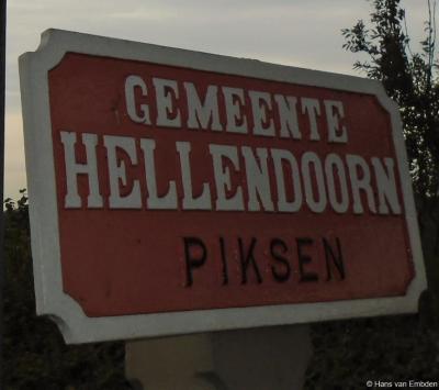 Piksen is een buurtschap in de provincie Overijssel, in deels de streek Salland, gemeente Hellendoorn, en deels de streek Twente, gemeente Wierden. De buurtschap valt deels onder het dorp Daarle, deels onder het dorp Hellendoorn en deels onder Hoge Hexel.