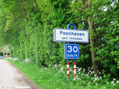 Poonhaven is een buurtschap in de gemeente Terneuzen en valt daarbinnen onder het dorp Zaamslag. De naam verwijst niet naar een vissoort, maar naar een bepaald type vaartuig.