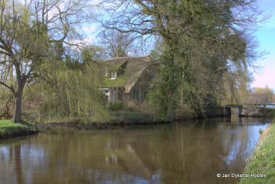 Rustiek, maar helaas vergane glorie, een totaal vervallen boerderij in buurtschap Portengen. Er zijn meer van die vervallen boerderijen in het veenweidegebied van de provincie Utrecht.