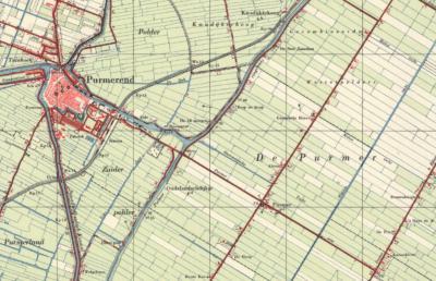 Wat tegenwoordig als dorpje Purmerbuurt op de kaart(en) staat, is in de atlassen lange tijd naamloos geweest. Pas rond 1950 verschijnt ter plekke de plaatsnaam Purmer op de kaarten. Niet geheel onlogisch; het ligt als enige kern in de polder Purmer.