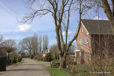Als je vanuit Haarzuilens de kilometerslange weg en buurtschap Breudijk doorrijdt of -wandelt, zie je helemaal aan het eind, aan de rechterkant, de doodlopende weg en buurtschap Putkop.