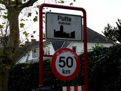Sinds de Vrede van Munster (1648) ligt Putte ook deels in het huidige België en is daar ook nog eens over 2 gemeenten verdeeld: het W deel is gemente Stabroek, het O deel is gemeente Kapellen.