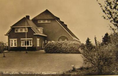 Rhederveld, boerderij Niemansverdriet (of die ontbrekende d een fout is van drukkker of uitgever, of dat de boerderij echt zo heet, is ons niet bekend), anno 1955