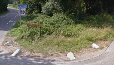 Aan de rand van de dorpskern van Riethoven, in de punt waar de Bisschop Rythoviusdreef en de Stevertsebaan bij elkaar komen, heeft het IVN een vlinder- en insectentuin aangelegd. (© Google)