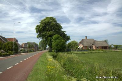 Dit is echt kenmerkend voor Rietveld; een ruime en langgerekte buurtschap met hoofdzakelijk mooie en oude boerderijen.