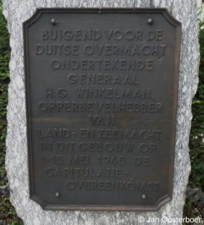 Rijsoord, oorlogsmonument bij de school t.g.v. de capitulatie d.d. 15 mei 1940, die hier is getekend.