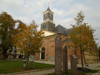 Rijssen, Hervormde Schildkerk of Grote Kerk met tijdtafels en Alexanderboom