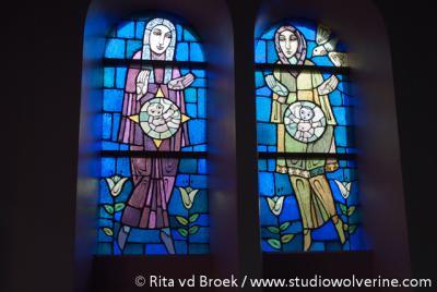 Rimburg, RK kerk van de H. Drievuldigheid, gebrandschilderde ramen