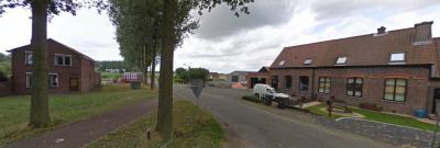 Het complete Nederlandse deel van buurtschap Rode Sluis op één foto. Dat deel omvat namelijk alleen deze 3 huizen. Een deel van de buurtschap ligt op Belgisch grondgebied. (© Google StreetView)