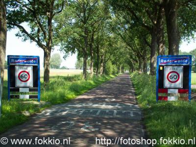 Via de lange rechte Hooiweg rij je vanuit Roderwolde zo natuurgebied De Onlanden in, of je slaat af naar de buurtschappen Matsloot of Sandebuur.