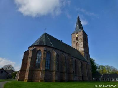 Rolde, bijzonder en zelfs landelijk zeldzaam is dat een kerk zowel door en voor de Protestanten als de Katholieken wordt gebruikt. In Rolde is dat het geval met de Jacobuskerk. Wie weet doet goed voorbeeld goed volgen...