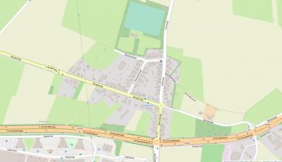 De buurtschap Rosengarten ligt Z van de dorpskern van Einighausen, rond de kruising van de Bergerweg, Mauritsweg en Heistraat, en grenst in het Z aan Geleen (Lindenheuvel) en in het O aan Sittard. (© www.openstreetmap.org)