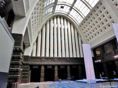 Tijdens de Rotterdamse Architectuur Maand 2019 mocht men nog één keer binnen kijken in het imposante postkantoor aan de Coolsingel in Rotterdam, voor de transformatie tot 5-sterrenhotel met horeca e.a. retail en een 150 meter hoge woontoren van start gaat