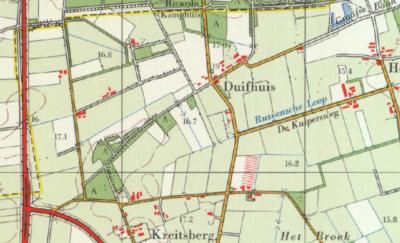 In de jaren zeventig heeft de ruilverkaveling 'zijn ding gedaan' in buurtschap Duifhuis. De 3 meest westelijke panden betreft de boerderijen op Duifhuis 7, 9 en 10. (© www.kadaster.nl)